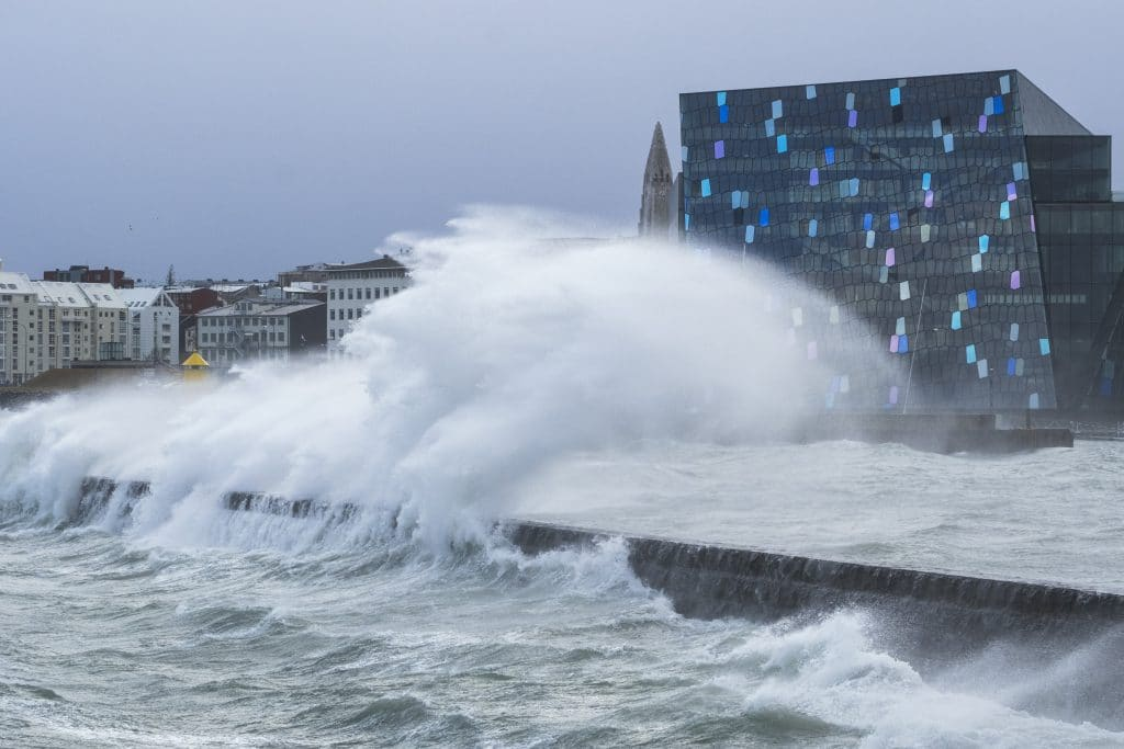 Waves by Harpa during extreme weather