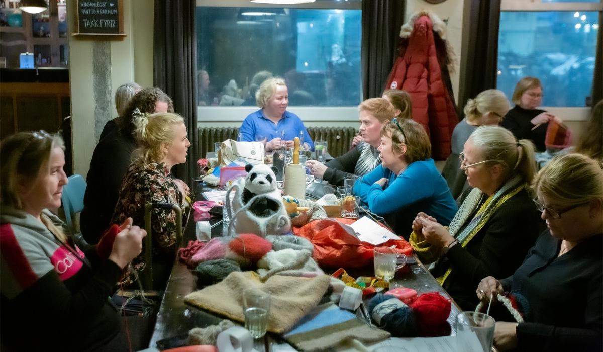 Icelanders knit for Australia
