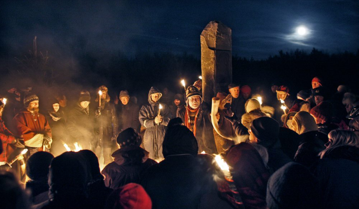 The Ásatrú Fellowship celebrates winter solstice in Öskjuhlíð